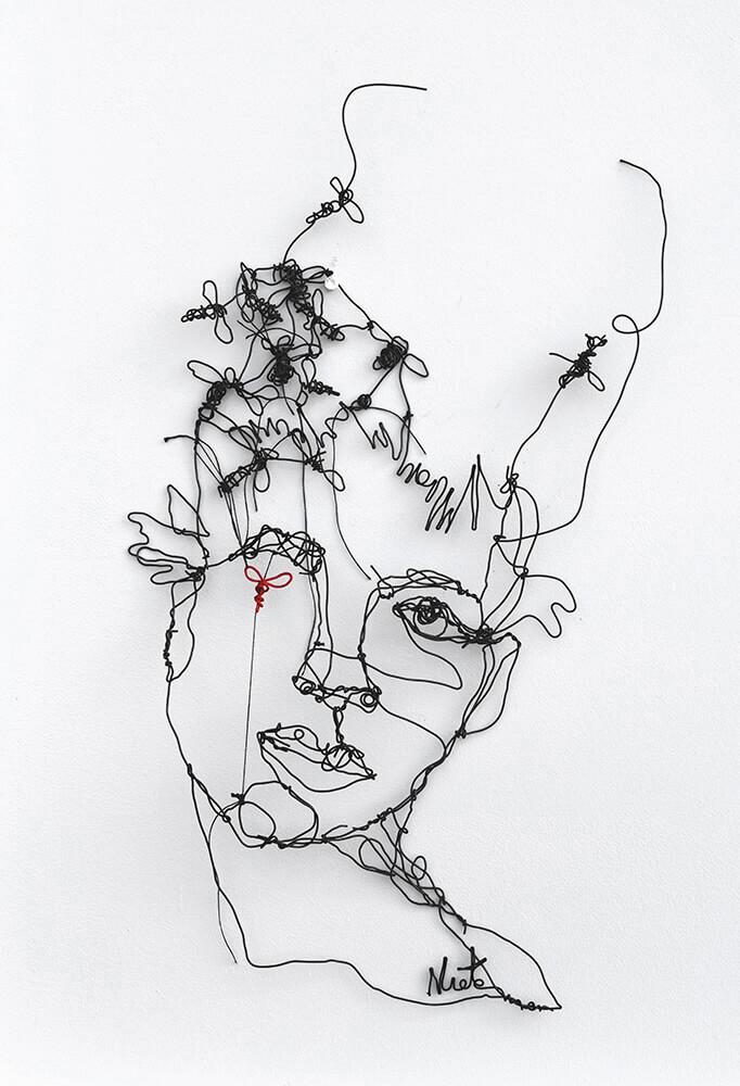 Colmena - Original wire sculpture, 40 x 25 cm by Angeles Nieto, original art